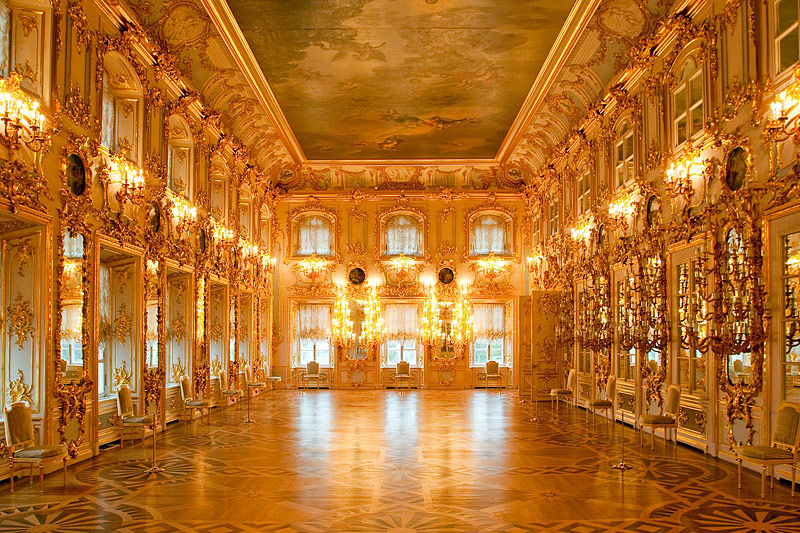 ballroom-at-the-grand-palace-in-peterhof
