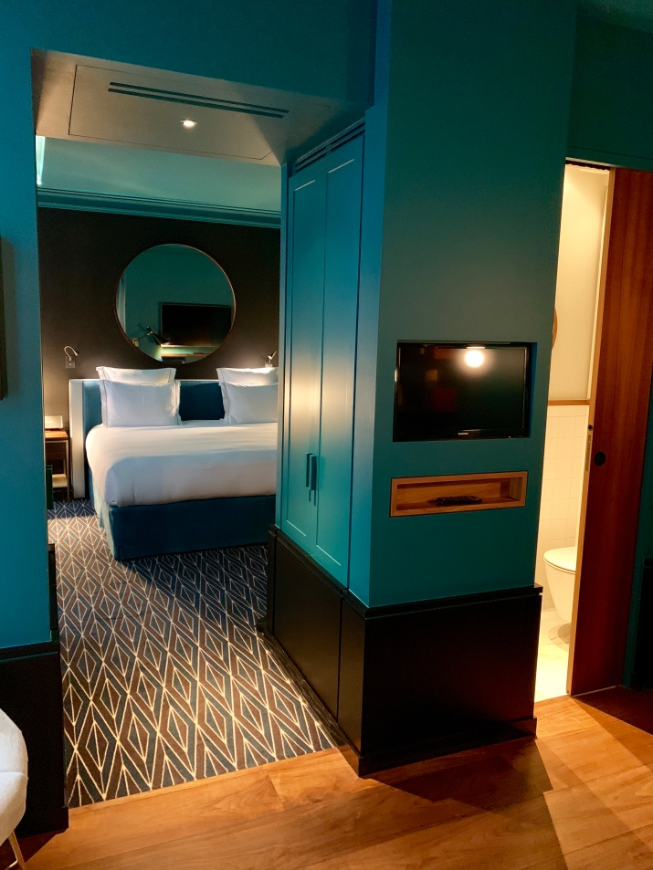 a suite bedroom at le roch hotel & spa
