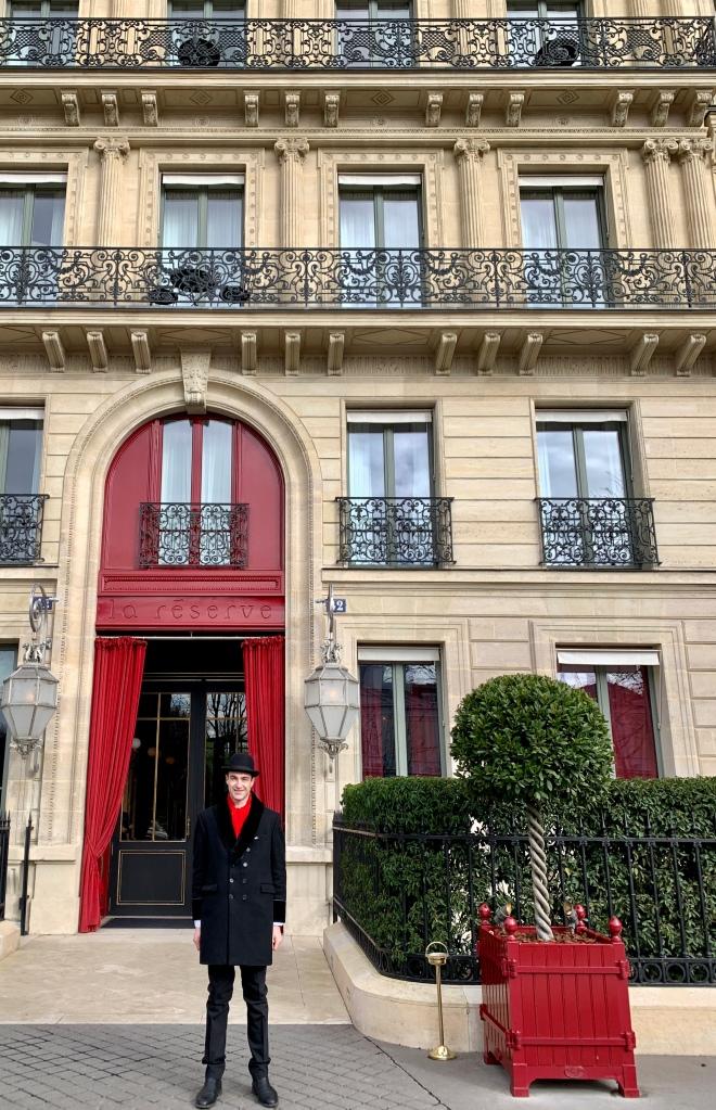 the understated entrance to La Reserve, Paris