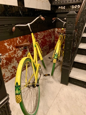 stayPineapple Chicago bikes
