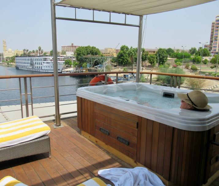 jacuzzi on the nile on oberoi philae